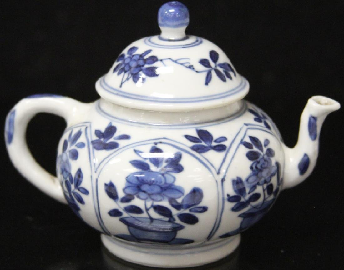 PAIR OF CHINESE BLUE & WHITE PORCELAIN TEAPOTS - 5