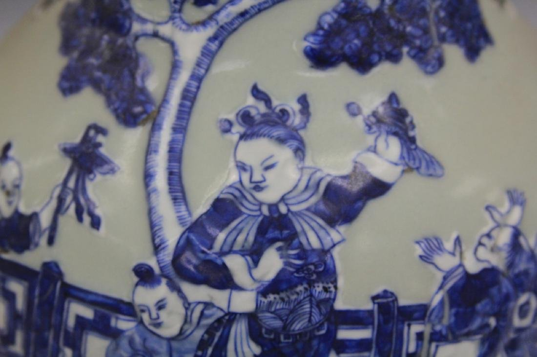 PAIR OF CHINESE BLUE AND WHITE PORCELAIN URNS - 3