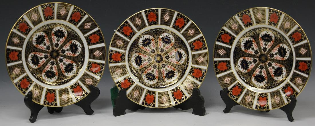 (13) ROYAL CROWN DERBY PAINTED CABINET PLATES