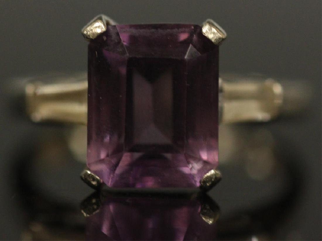 LADY'S AMETHYST 14KT WHITE GOLD RING, 3.3 GRAMS