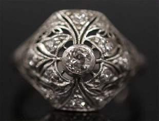 LADYS VINTAGE DIAMOND PLATINUM RING