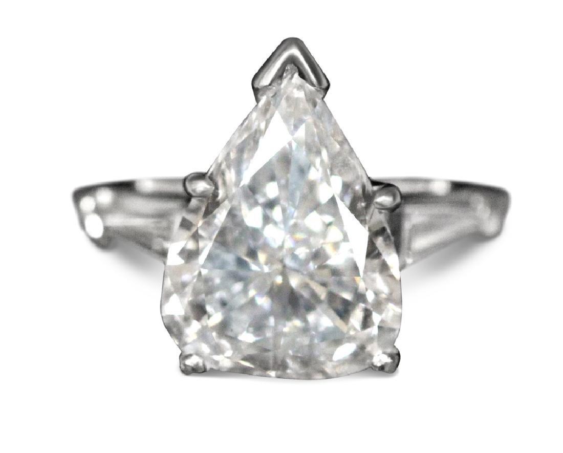 LADY'S PEAR SHAPED DIAMOND PLATINUM RING, 6.4 G