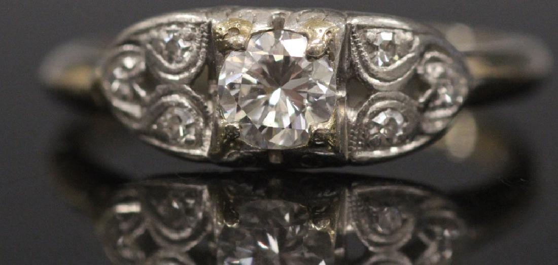 LADY'S DIAMOND 14KT WHITE GOLD RING