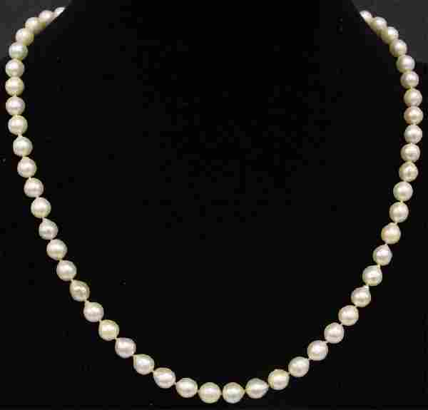 LADY'S AKOYA PEARL NECKLACE W/ 14KT GOLD CLASP