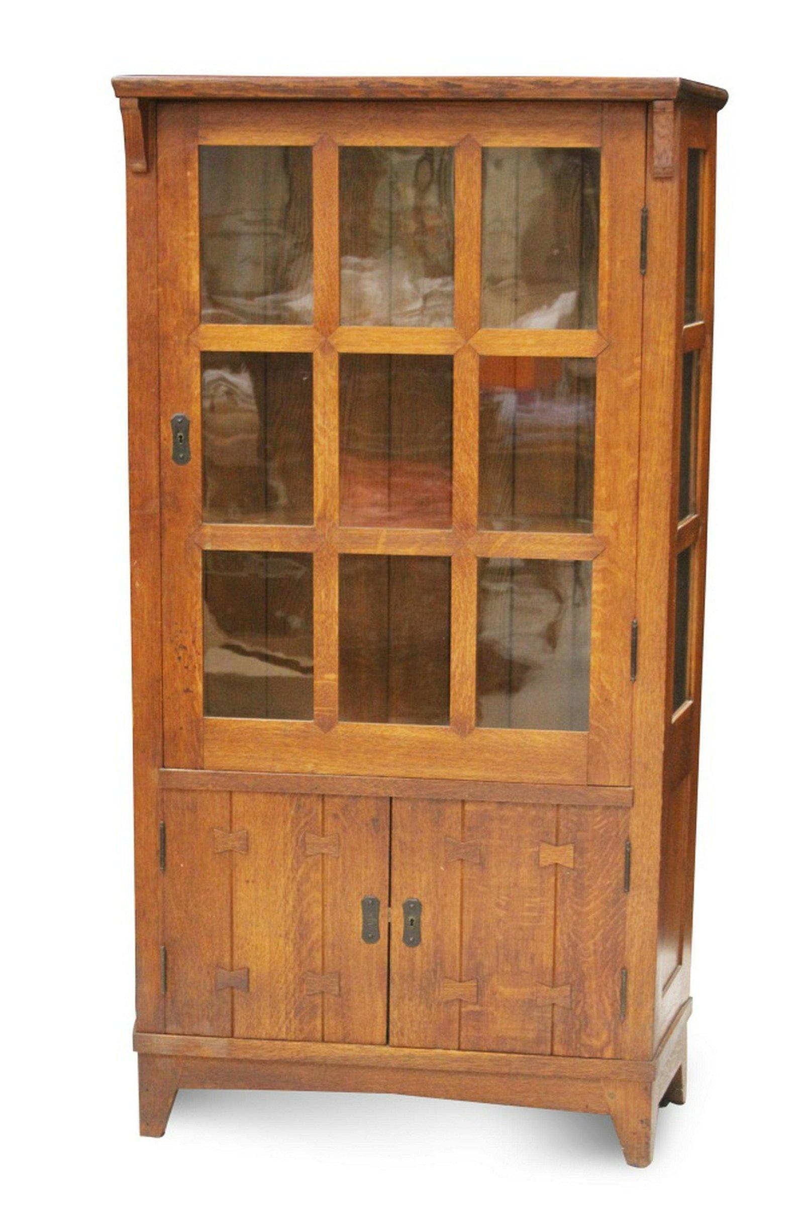 GUSTAV STICKLEY OAK CHINA CABINET, C. 1901 MODEL #902