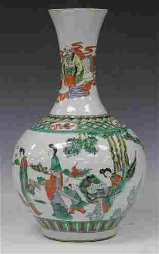 CHINESE QING DYNASTY PAINTED VASE 15 H