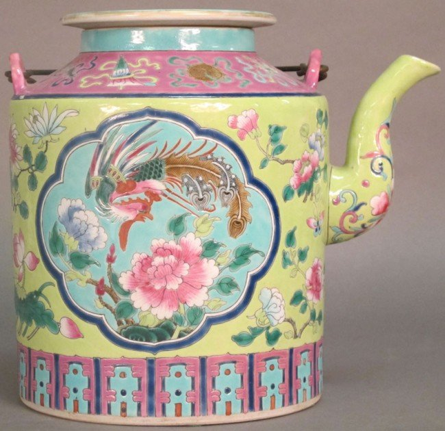 7: CHINESE PORCELAIN TEA POT late Ching Period height: