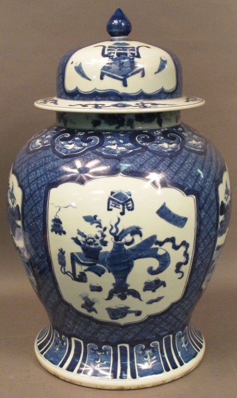 81: QING DYNASTY CHINESE BLUE & WHITE COVERED VASE, 20