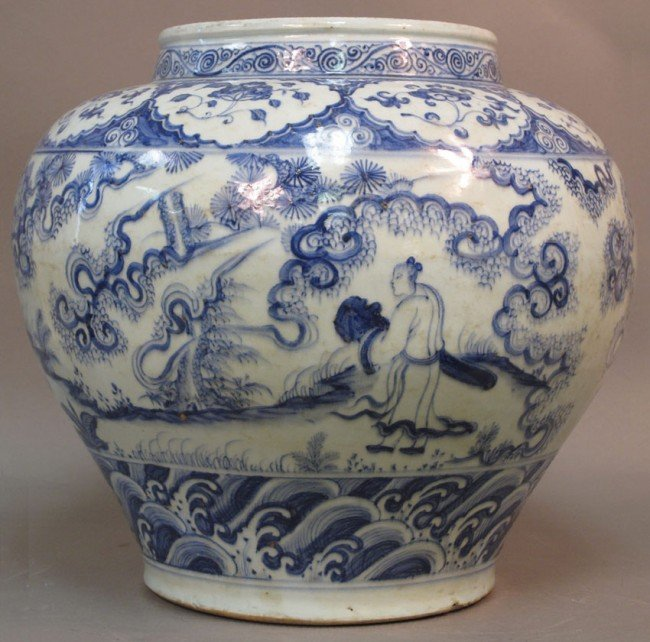 125: CHINESE BLUE AND WHITE STORAGE VESSEL height: 14 1