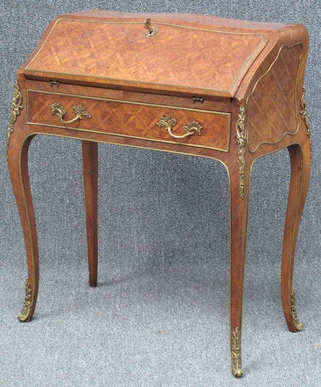 1006: FRENCH LOUIS XV STYLE WRITING DESK with bronze ar