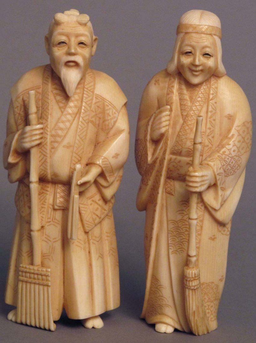 5: PAIR OF JAPANESE CARVED IVORY FIGURES late 19th-earl