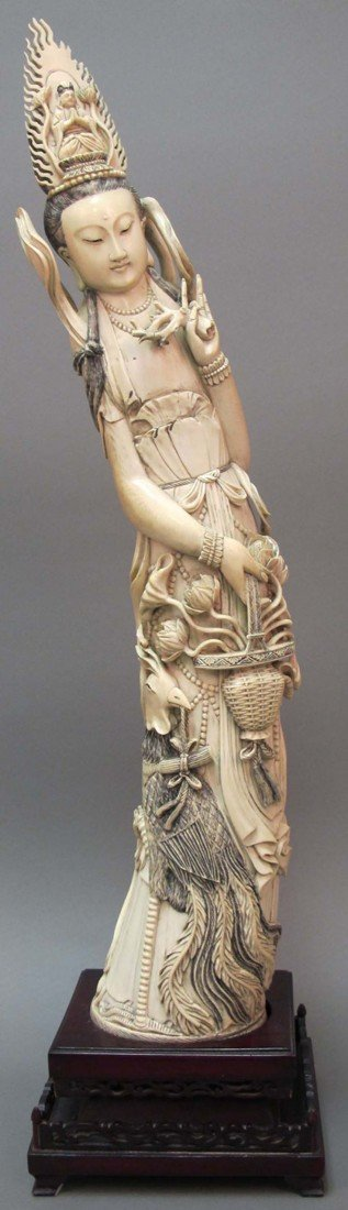 18: CHINESE CARVED FIGURE OF QUAN YIN FIGURE height of
