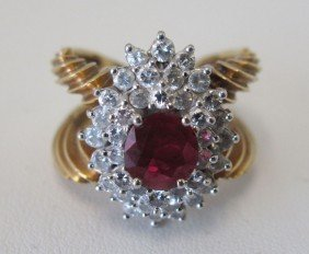 LADIES 18KT RUBY AND DIAMOND RING Estimate 2500-350