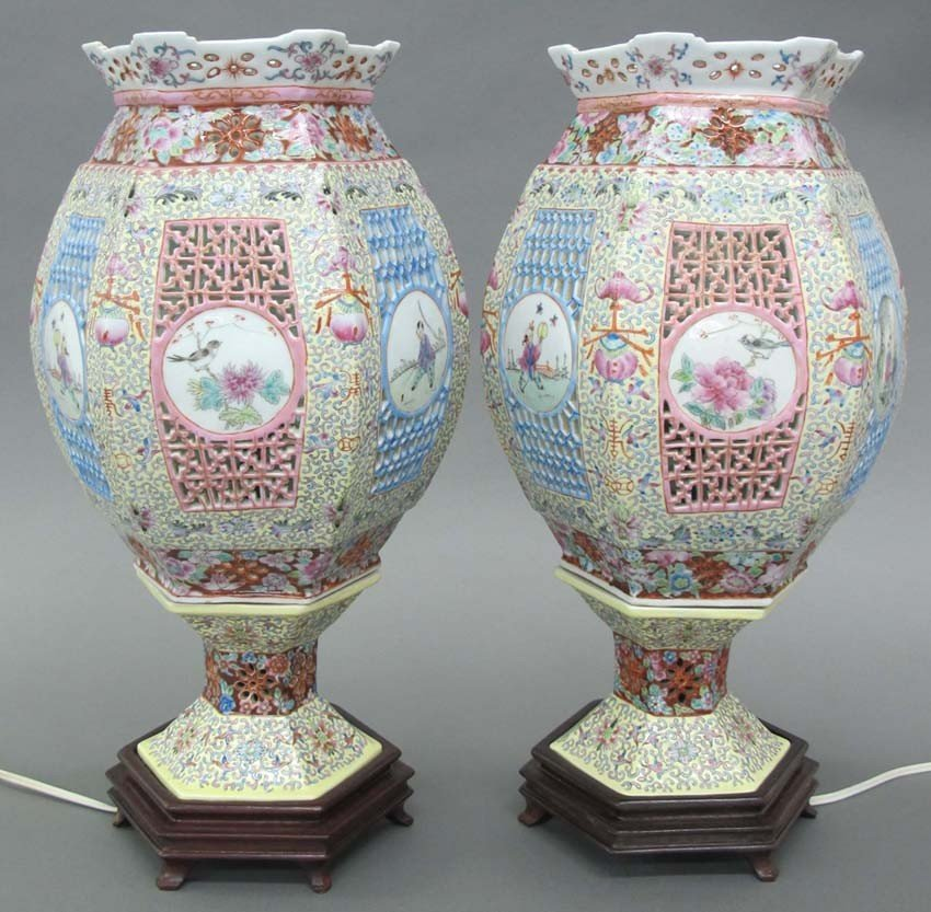 PAIR OF PORCELAIN CHINESE ROSE FAMILLE PAINTED