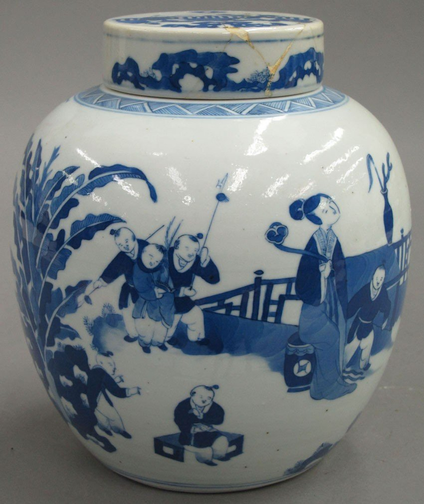 CHINESE BLUE AND WHITE VASE with lid late 19th-