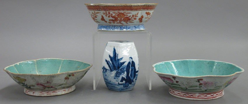LOT OF (3) CHINESE PORCELAIN BOWLS AND (1) STAN