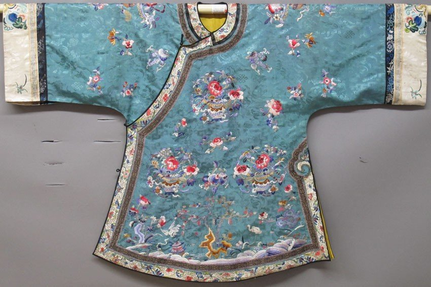 CHINESE SILK EMBRIODERED ROBE AND PANTS circa l