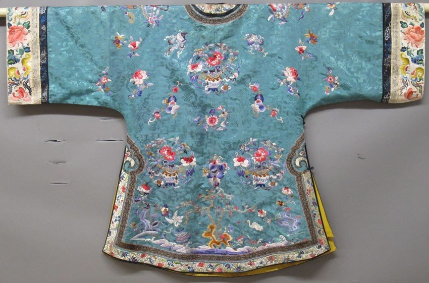 CHINESE SILK EMBRIODERED ROBE AND PANTS circa l - 7