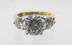 18KT AND PLATINUM DIAMOND RING, 2.15 CT