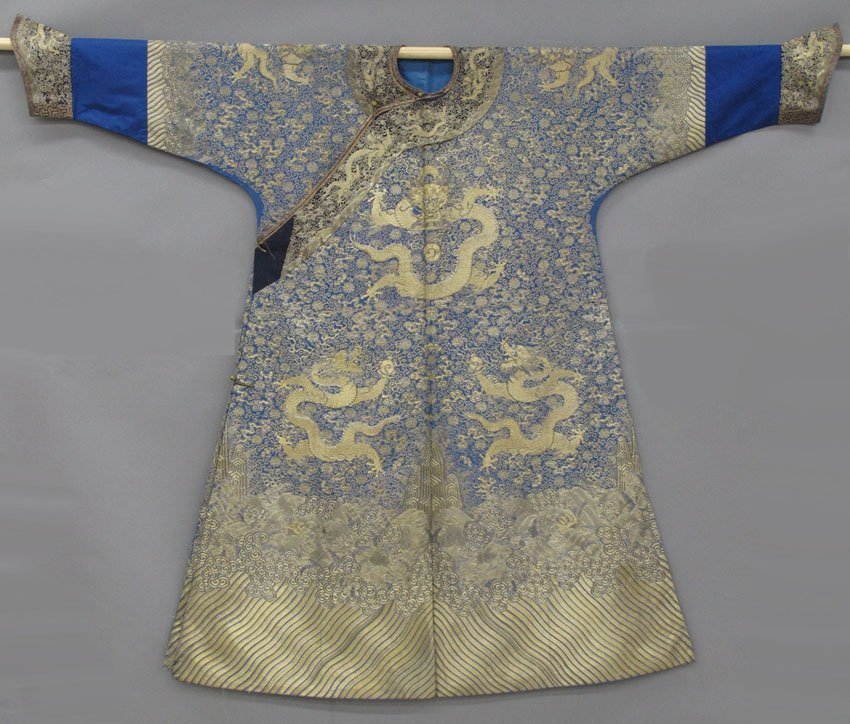 8580: CHINESE IMPERIAL SILK AND EMBROIDERED ROBE with d