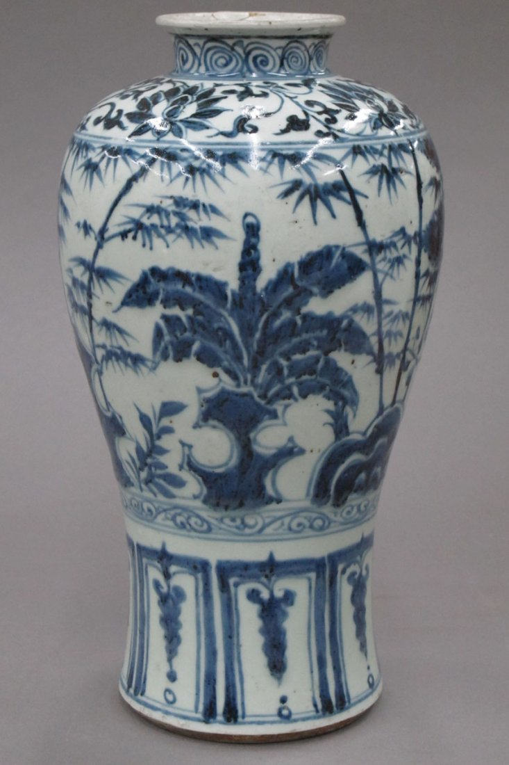 8488: CHINESE BLUE AND WHITE PORCELAIN VASE height- 10