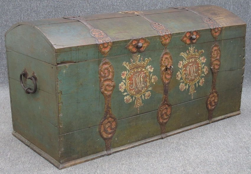 9173: CONTINENTAL PAINTED DOME TOP STORAGE CHEST with c