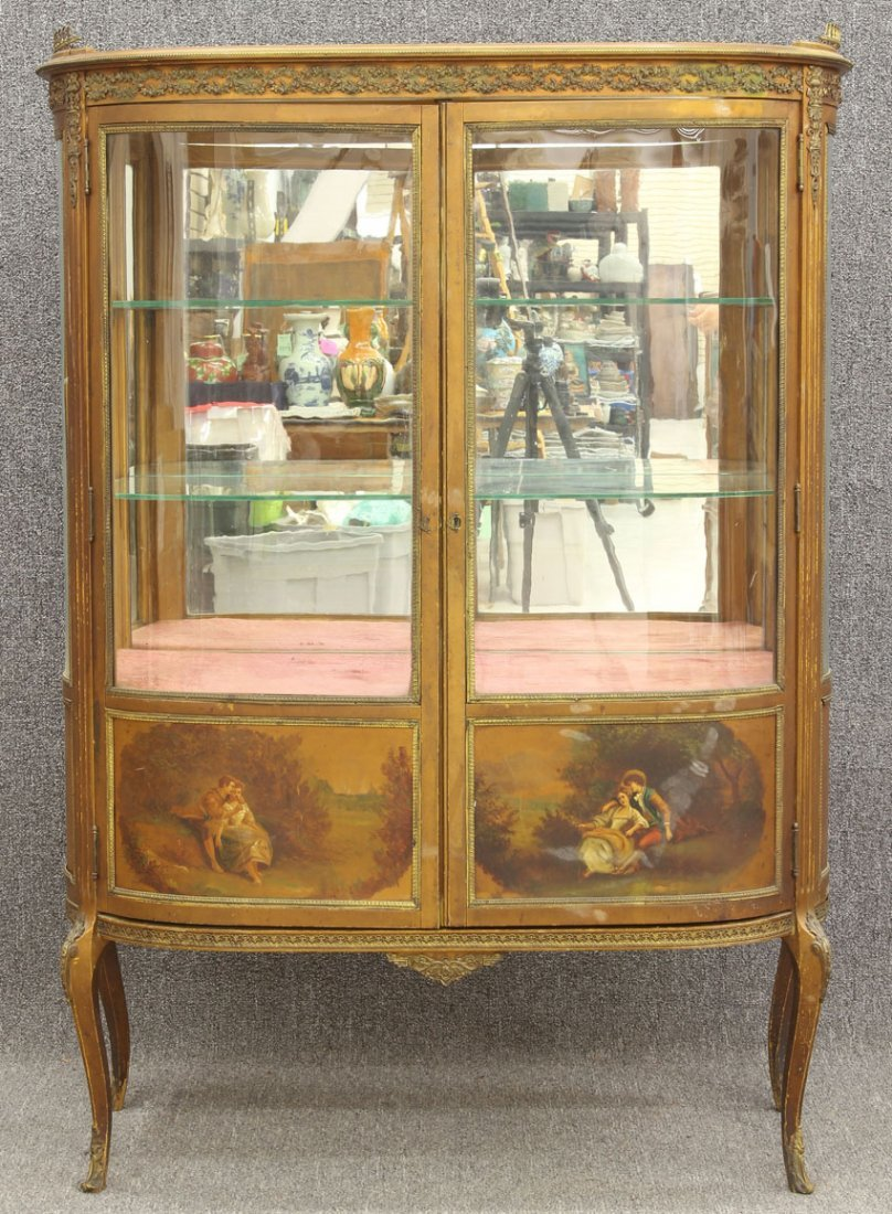 7966: FRENCH CURVED GLASS VITRINE with painted decorati