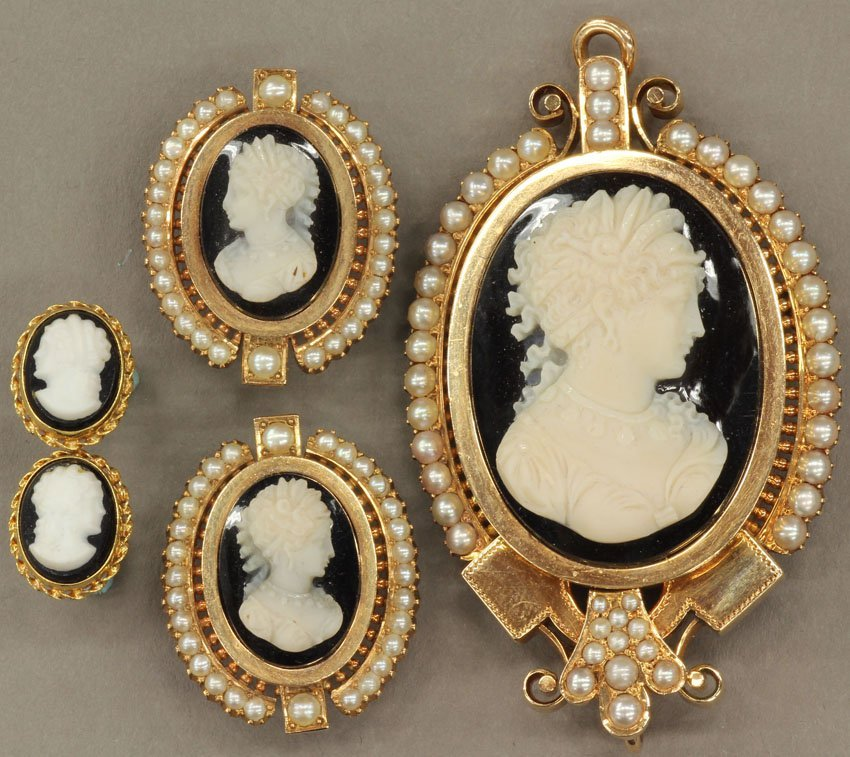 8497: VICTORIAN 14KT CAMEO SET consisting of (2) sets o