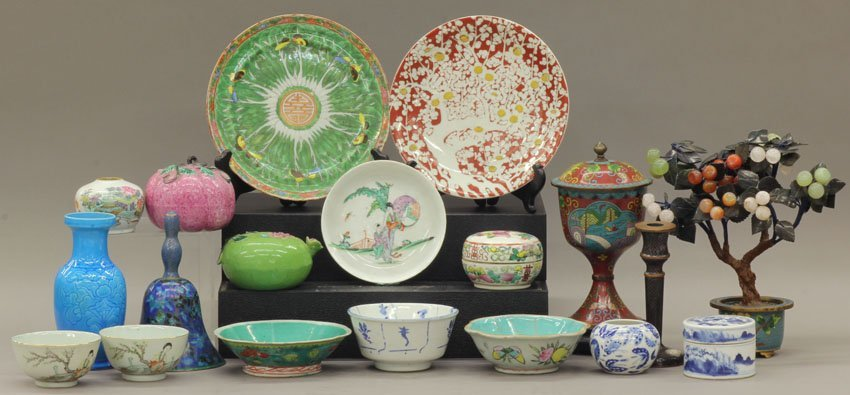 8500: LOT OF CHINESE DECORATIVE ITEMS cloisonne, porcel
