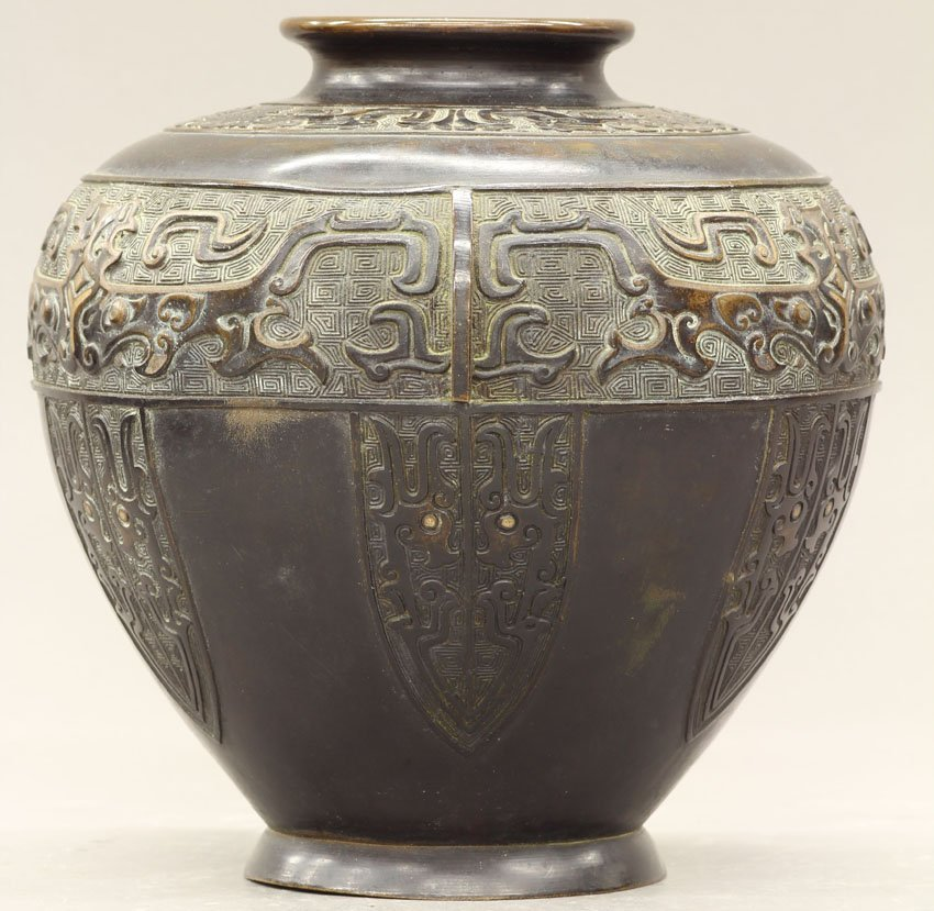 8502: JAPANESE ARCHAIC STYLE BRONZE VESSEL circa 19th c