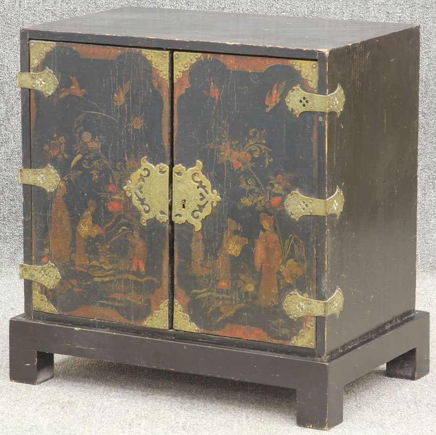 18: GEORGE III PAINTED CHEST with full interior circa 1