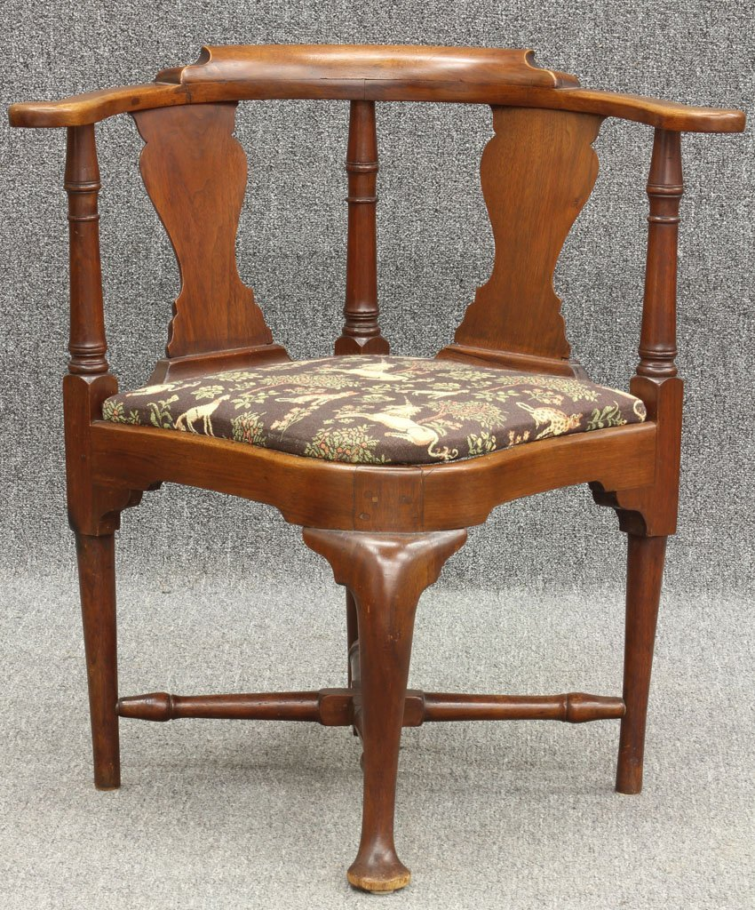 65: EARLY AMERICAN ROUNDABOUT ARMCHAIR circa 18th centu
