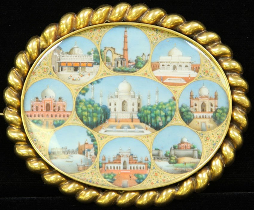 FINE PAINTED BROOCH WITH GOLD MOUNT