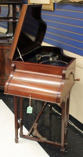 Victor Mahogany Phonograph, Piano Sytle Case