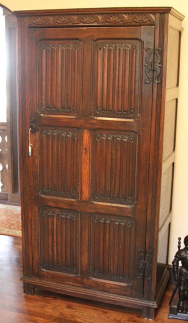 ENGLISH CARVED OAK WARDROBE, EARLY 20TH CENTURY
