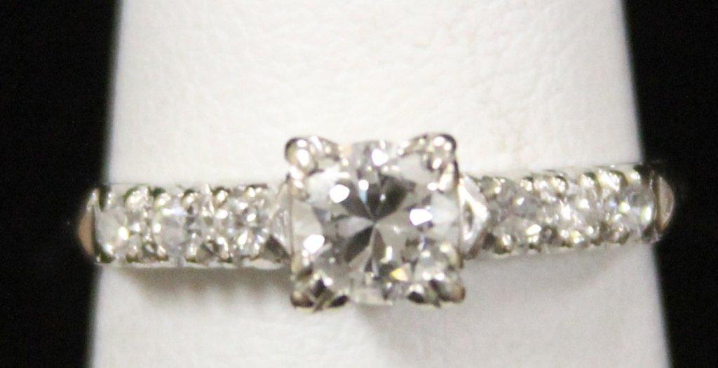 LADY'S DIAMOND 14KT RING