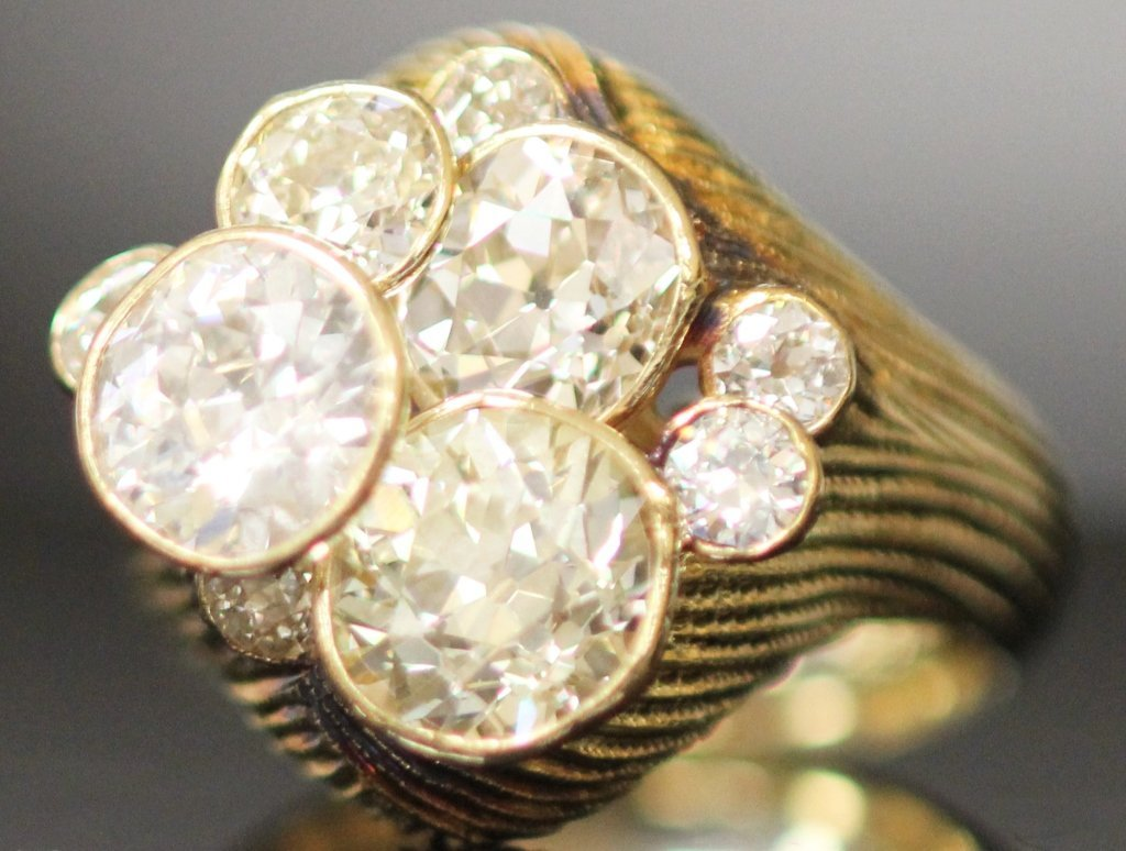 LADY'S 8 CTTW. CLUSTER DIAMOND RING, CA. 1960s
