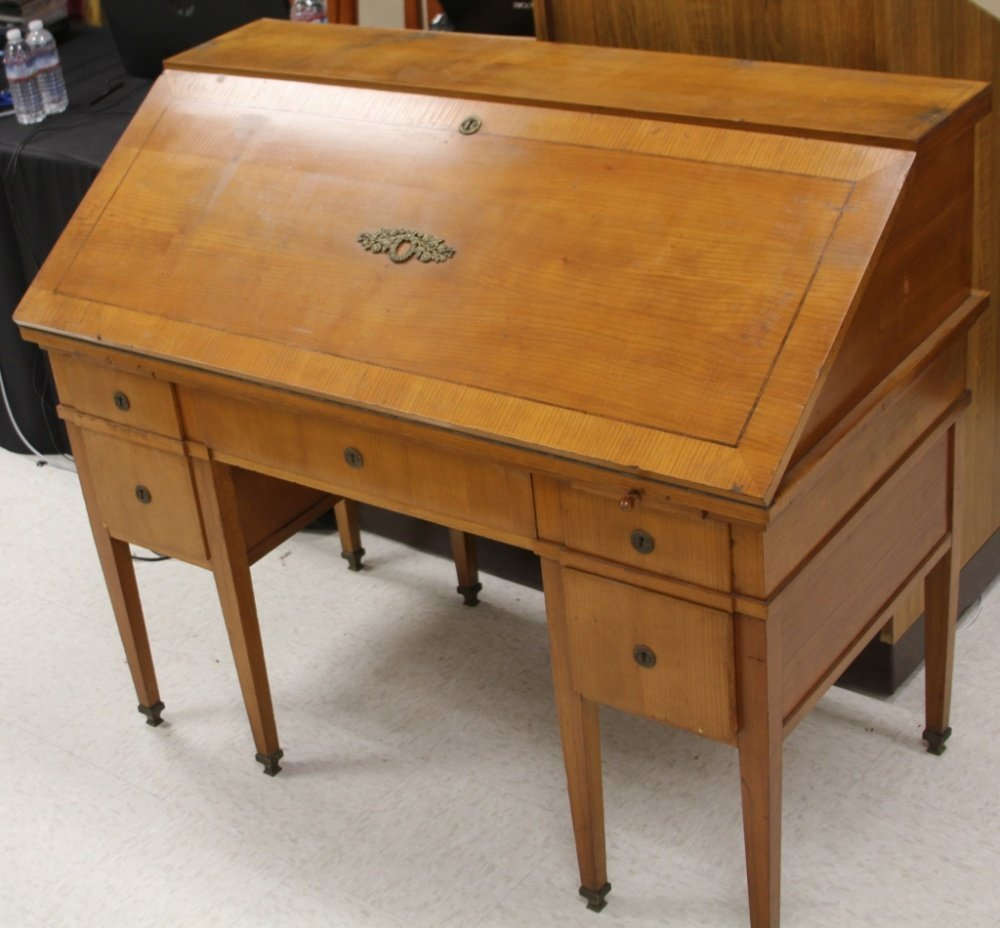 19TH CENTURY FRENCH MAPLE WRITING DESK
