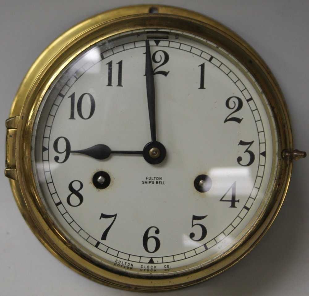 VINTAGE SHIP'S CLOCK WITH KEY