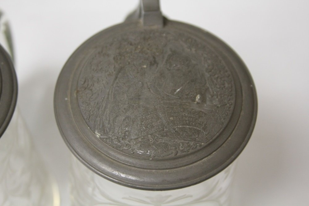 PAIR OF 19TH CENTURY ETCHED GLASS STEINS - 3