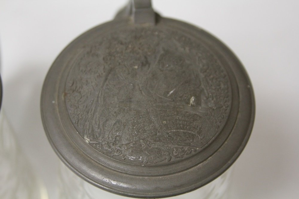 PAIR OF 19TH CENTURY ETCHED GLASS STEINS - 4