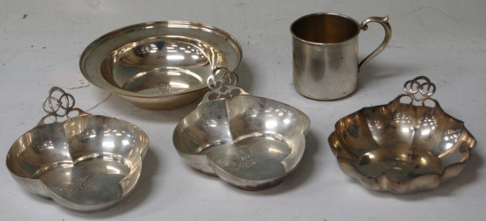 LOT OF (5) STERLING SILVER TRAYS AND CUP