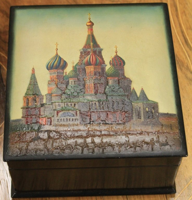 VINTAGE RUSSIAN PAINTED BOX, ARTIST SIGNED