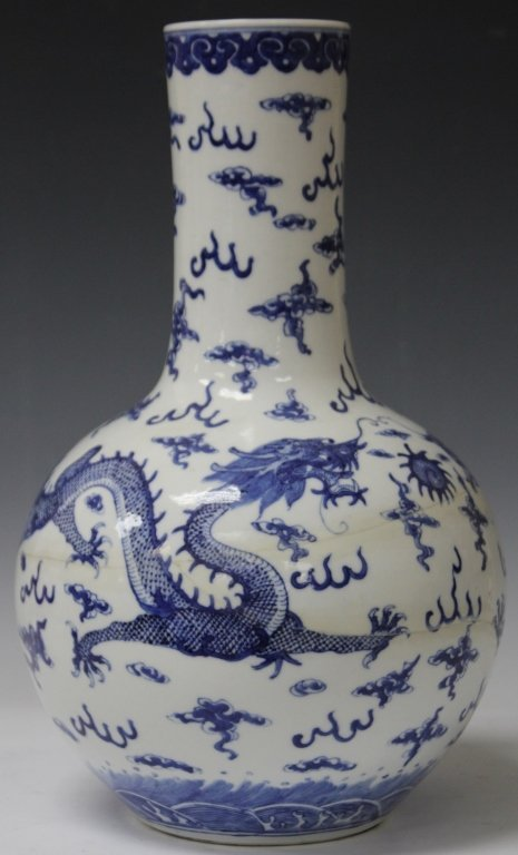 QING DYNASTY BLUE AND WHITE VASE WITH DRAGONS