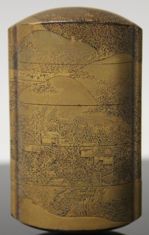 19TH CENTURY JAPANESE GOLD LACQUERED INRO