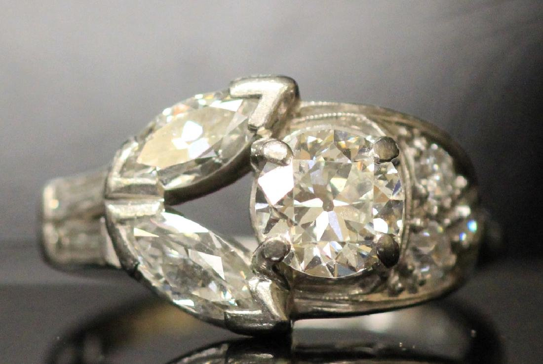 LADY'S DIAMOND PLATINUM RING