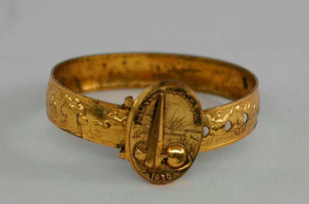 2 New York World's Fair Jewelry Pieces - 2