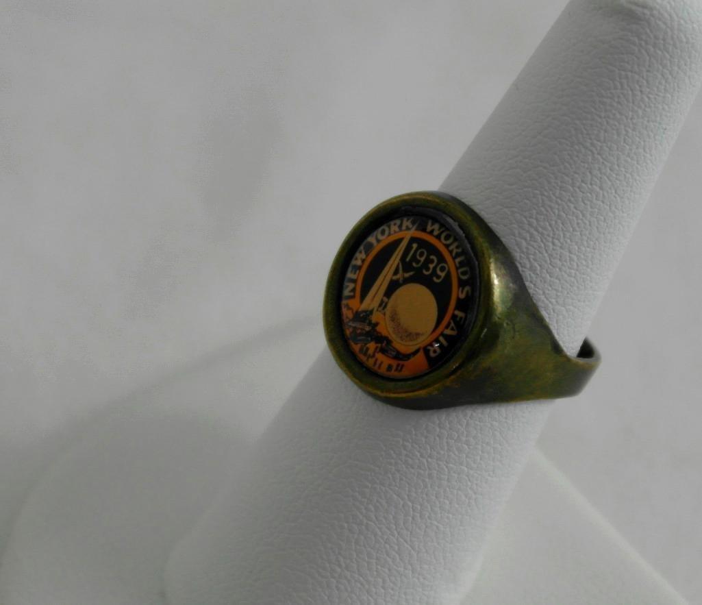 2 New York World's Fair Jewelry Pieces - 6