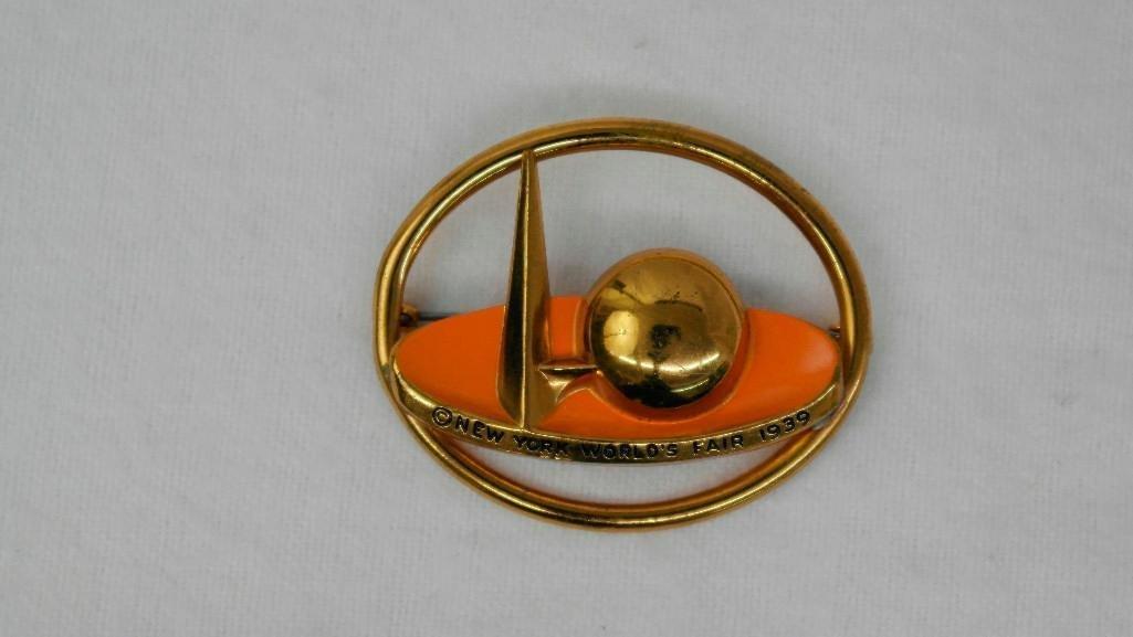 2 New York World's Fair Souvenir Pins - 5