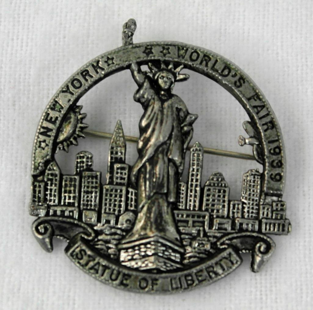 2 New York World's Fair Pins - 3